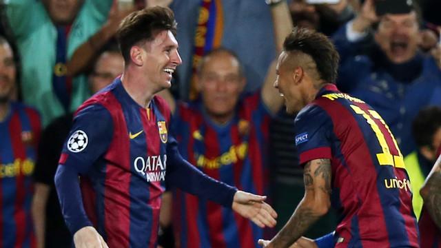 Neymar Jr. celebra com Messi o segundo gol do Barça
