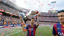 Neymar Jr, avec le trophée de la Liga / MIGUEL RUIZ-FCB