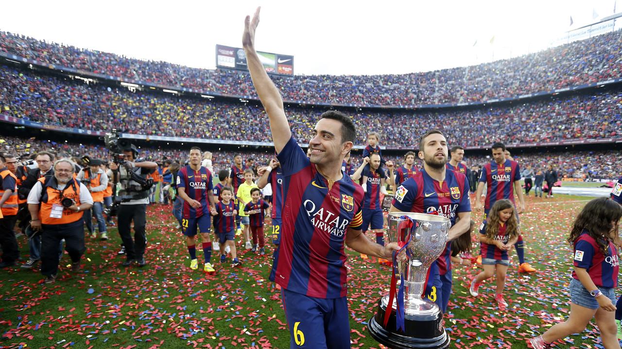 Xavi with the League trophy / MIGUEL RUIZ - FCB