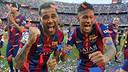 Dani Alves i Neymar Jr celebren la Lliga del Barça / MIGUEL RUIZ - FCB
