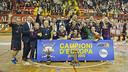 El Barça, celebrando el título en Bassano. SALGADO - FCB