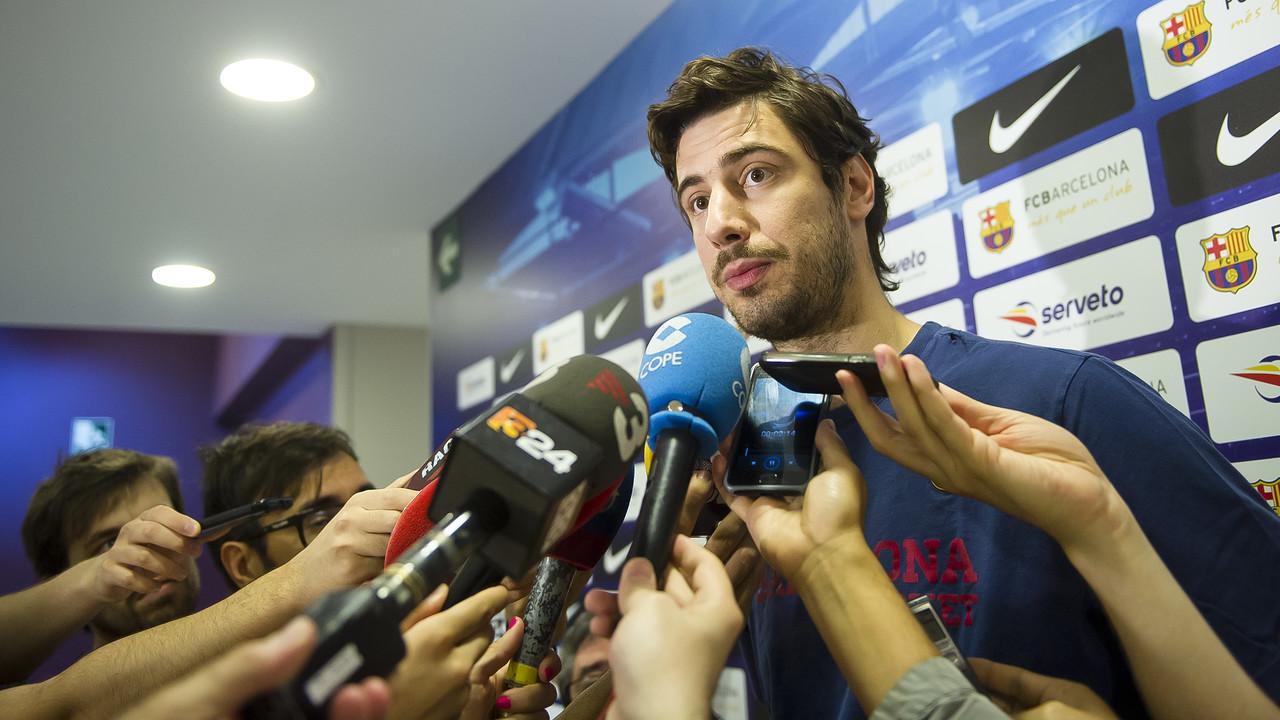 Tomic, atendiendo a los medios en el Media Day previo a los play-offs / VÍCTOR SALGADO-FCB