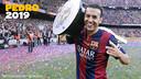 Pedro celebrates with the Liga trophy