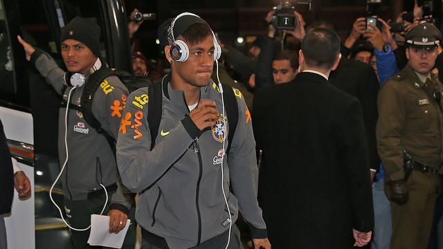 Neymar, na chegada da Seleção Brasileira no Chile