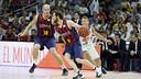Marcelinho Huertas comes off a pick from Maciej Lampe. / ACB