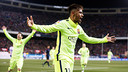Neymar Jr celebrates one of his two goals at the Calderón / MIGUEL RUIZ-FCB
