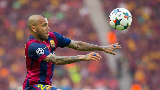 Dani Alves in action in the Champions League / GERMÁN PARGA-FCBB
