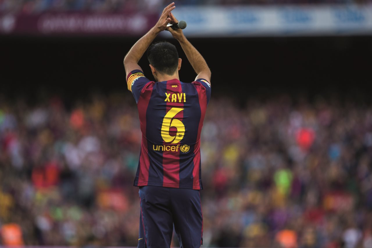 Xavi ments on ten pictures of his farewell FC Barcelona
