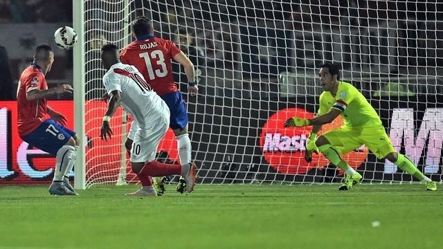 Bravo against Peru / CONMEBOL.COM