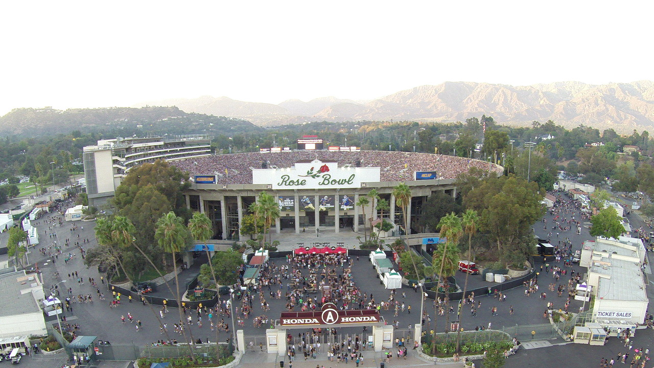 The Rose Bowl in Pasadena, California is home to the UCLA Bruins of the NCAA.  / www.rosebowlstadium.com