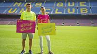 Els atletes blaugranes Marc Alcalà i Anna Bové, amb les samarretes de la Cursa Barça / FOTO: VÍCTOR SALGADO-FCB