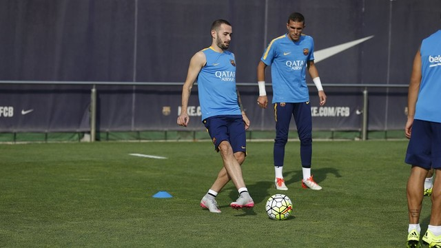 Aleix Vidal trains with the Barça first team for the first time / MIGUEL RUIZ-FCB