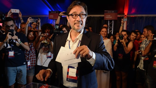 Agustí Benedito casts his vote / JOANA BURGUES - FCB