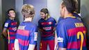 Los jugadores del Barça esperando para hacerse la fotografía oficial / CRISTINA GONZÁLEZ-FCB