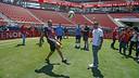 Joe Staley et Eric Reid, des 49ers, jouent au football / MIGUEL RUIZ - FCB