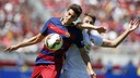Bartra gets position against Manchester United. / MIGUEL RUIZ-FCB