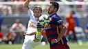 Luis Suárez fighting for the ball / MIGUEL RUIZ-FCB