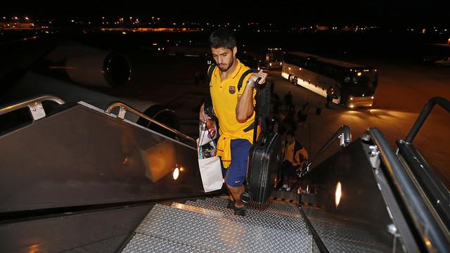 Luis Suárez getting onto the plane in Washington / MIGUEL RUIZ-FCB