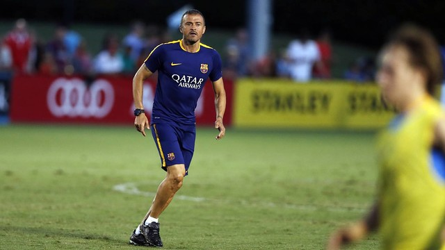 Luis Enrique gets actively involved during his team's training sessions. / FCB