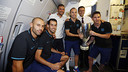 The four captains on board the plane with Luis Enrique and Josep Maria Bartomeu / MIGUEL RUIZ - FCB