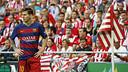 Leo Messi, amb l'afició de l'Athletic Club al fons / MIGUEL RUIZ - FCB