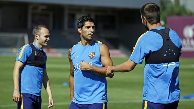 Iniesta, Suárez and Piqué train earlier this season. / MIGUEL RUIZ-FCB