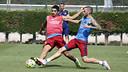 Luis Suárez y Aleix Vidal, en el entrenamiento de este miércoles / MIGUEL RUIZ-FCB