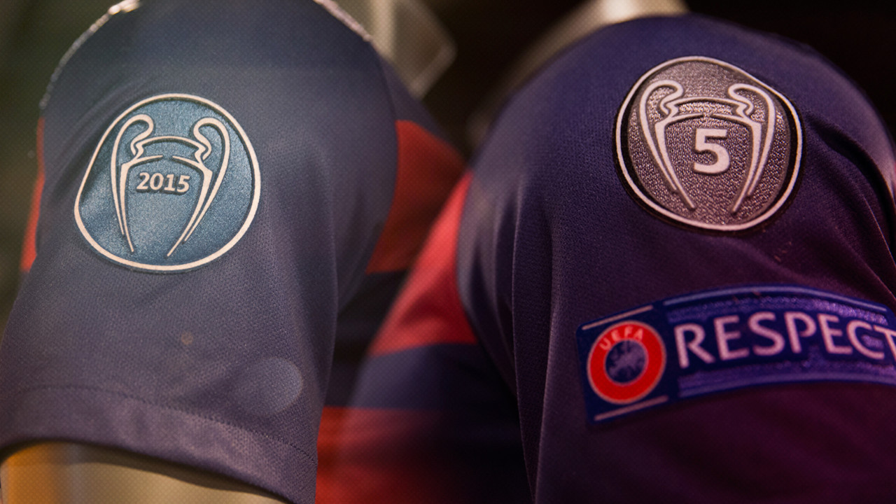 The two new insignias on the shirt for the Champions League / FCB