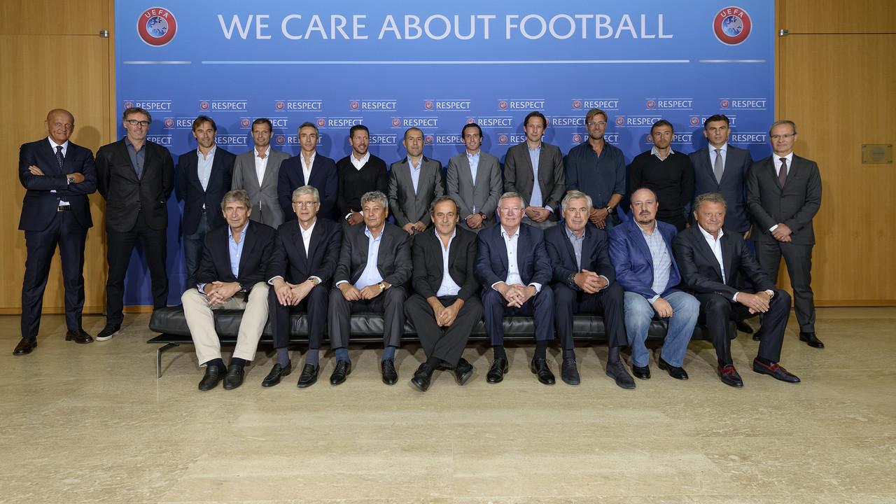 Luis Enrique posa com seus colegas no encontro da UEFA / UEFA.COM