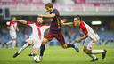 Samper takes on his opponent / VICTOR SALGADO - FCB
