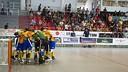 La piña de los jugadores azulgrana durante el partido / VICTOR SALGADO-FCB