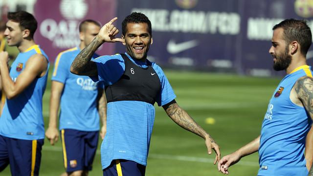 Dani Alves returns to the squad / MIGUEL RUIZ - FCB