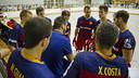 Ricard Muñoz, dando instrucciones durante el partido en Caldes. FOTO: V. SALGADO - FCB