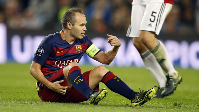 Andrés Iniesta picks up an injury against Bayer / MIGUEL RUIZ - FCB