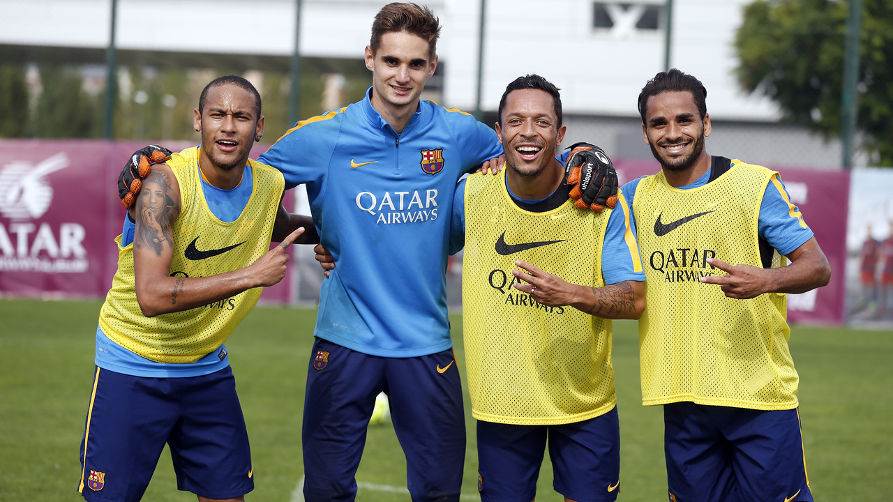 Neymar, Jokin, Adriano y Douglas, en el final del entrenamiento / MIGUEL RUIZ-FCB