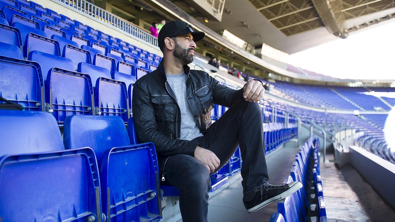 José Bautista gazes out onto the field at Camp Nou. / VICTOR SALGADO - FCB