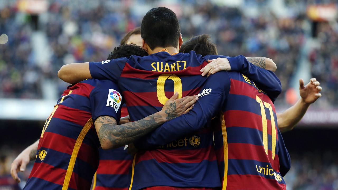 Barça merayakan tendangan volley Suárez kontra Real Sociedad / MIGUEL RUIZ - FCB