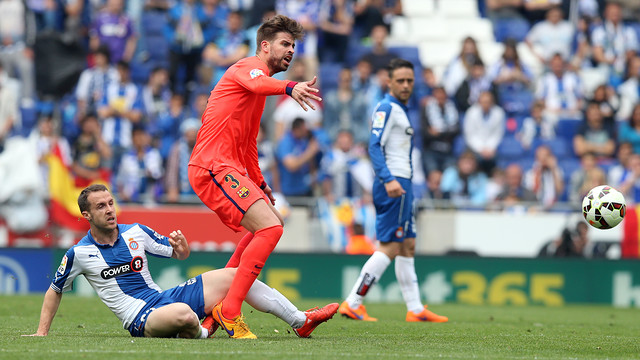 Gerard Piqué in action against Espanyol last season / MIGUEL RUIZ - FCB