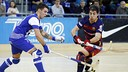 Lucas Ordoñez lifts the ball before Helder Nunes / MIGUEL RUIZ-FCB