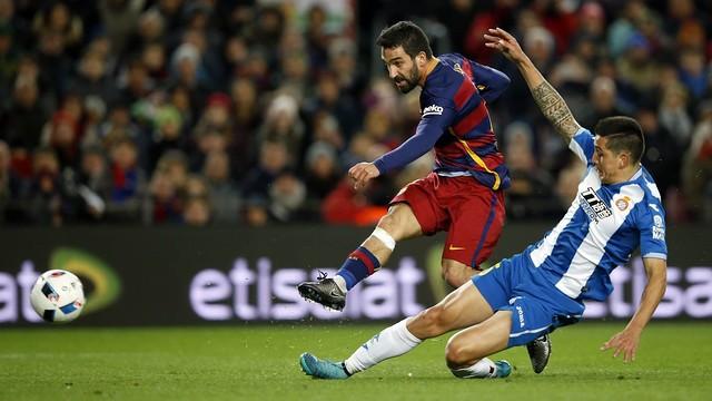 Arda Turan in action on his Barça debut at Camp Nou / MIGUEL RUIZ - FCB