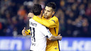 Jordi Alba and Piatti, at the final whistle after the league game in Mestalla / MIGUEL RUIZ - FCB