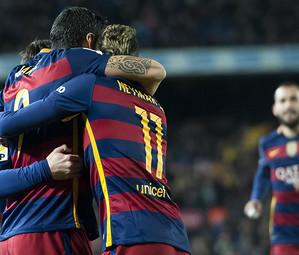 Neymar, Suárez e Messi celebram a goleada sobre o Valencia