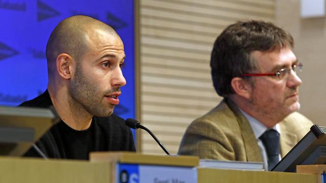 Javier Mascherano was speaking in support of the charity publication Relats Solidaris de l'Esport / MIGUEL RUIZ - FCB