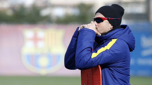 Luis Enrique oversees the Tuesday session at the Ciutat Esportiva / MIGUEL RUIZ- FCB