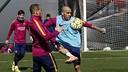 Alves and Sandro during training / MIGUEL RUIZ-FCB