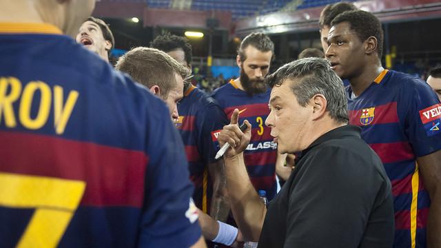 Pascual hablando con sus jugadores / FOTO:ARCHIVO-FCB