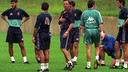 Johan Cruyff at one of the Barça training sessions when he was the team's manager. / FCB ARCHIVE