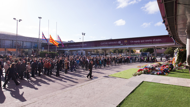 There were long lines all day long as people came out in droves to say goodbye to Johan Cruyff. / GERMÁN PARGA - FCB