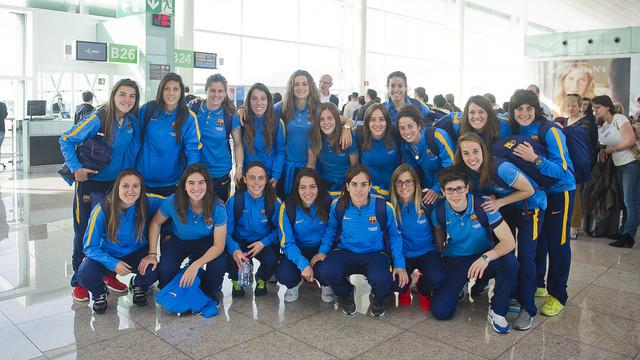 Las jugadoras, en el aeropuerto del Prat / VÍCTOR SALGADO-FCB