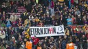 Several banners were displayed at the Camp Nou in memory of Johan Cruyff / VÍCTOR SALGADO - FCB
